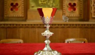 До католического храма в Красилове вернули отреставрированную чашу, которая исчезла почти 100 лет назад