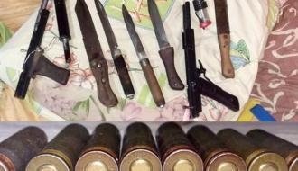 Хмельничанин хранил в доме ножи, пистолеты и самодельные патроны