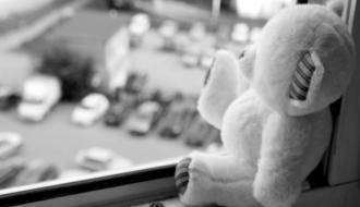 В Хмельницком 6-летний мальчик выпал из окна восьмого этажа и выжил
