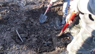 В Красилове мужчина убил своего товарища, а тело закопал в поле