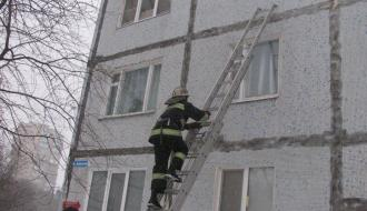 В Нетешине из запертой квартиры спасатели вызволили младенца