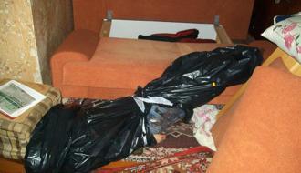 В Славуте 52-летний мужчина во время застолья убил своего товарища, а тело спрятал в полиэтиленовый пакет