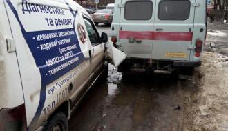 В областном центре столкнулось сразу три автомобиля
