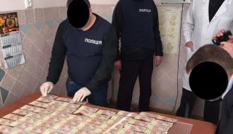 Врача-травматолога хмельницкой поликлиники задержали на взятке