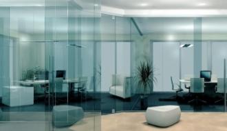 Стеклянные перегородки и их применение в коммерческих зданиях