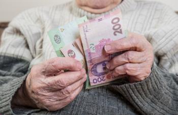 Две мошенницы выманили у бабушки 20 тысяч гривен