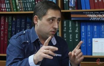 Хмельничанин предлагает за государственные средства некоторым принудительно выдавать загранпаспорта