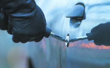 Из автомобиля хмельничанина похитили 200 тысяч гривен и документы