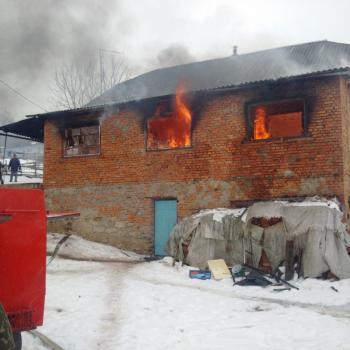 По неизвестным причинам в Виньковецком районе загорелся дом
