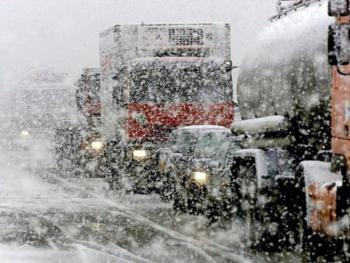 По области ограничили движение грузовиков и автобусов