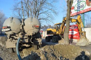 Почти миллион гривен потратили на ремонт участка водопровода в Хмельницком