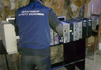 Подпольный игровой зал обнаружили в подвале одного из каменецких магазинов
