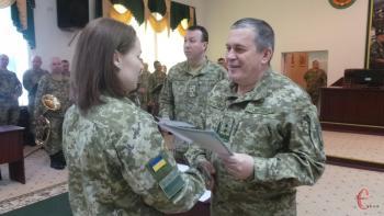 С пограничной академии в Хмельницком торжественно выпустили 126 офицеров