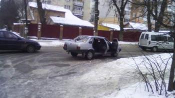 В Хмельницком под колеса авто попала школьница