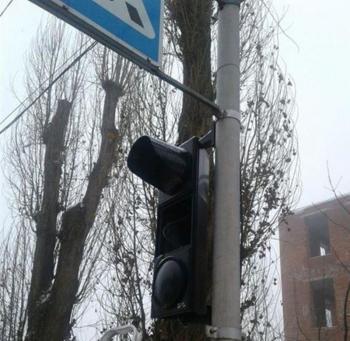 В Хмельницком украли лампочку со светофора, полиция ищет свидетелей