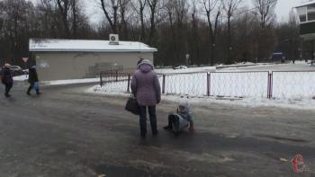 В Хмельницкой области ограничили движение грузовиков и автобусов через скользкую дорогу