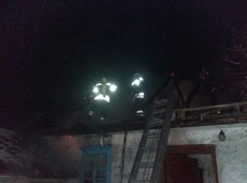 В Полонском районе загорелся дом