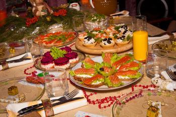 В год Петуха приготовьте много домашней выпечки и бутербродов, и воздержитесь от курятины