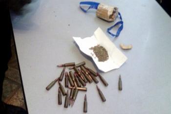 В уличных хулиганов с Теофиполь обнаружили патроны и вещество, похожее на наркотики