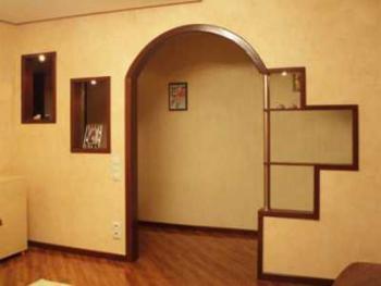 Арочные конструкции в интерьере: декор и материалы