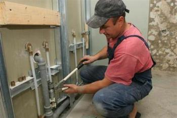 Как делается монтаж труб водоснабжения?