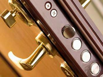 Какие дверные замки надежнее?