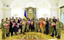 Порошенко отметил подолянок государственными наградами