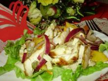 Зимний салат с хурмой, куриным филе и копченым сыром