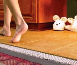 Что выбрать, электрический или водяной теплый пол?